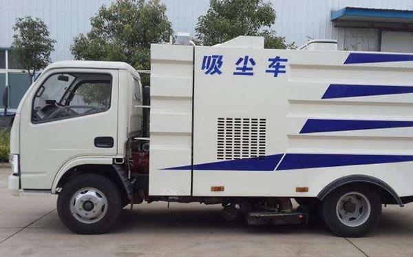 程力东风吸尘车有哪些特点?